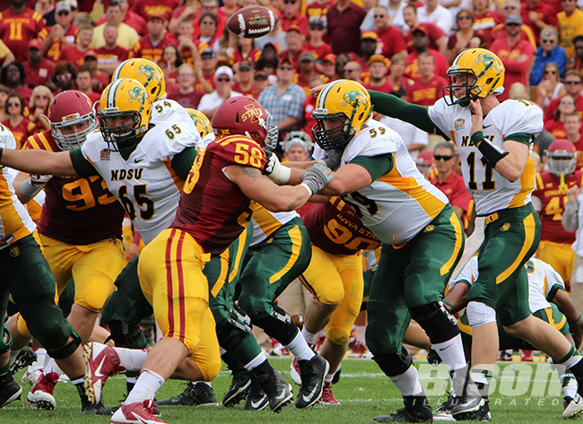 Joe Haeg blocks for Carson Wentz against Iowa State