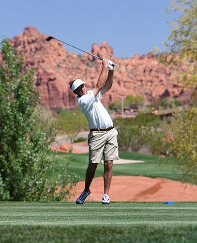 Taylor Cavanagh golfs for NDSU Bison